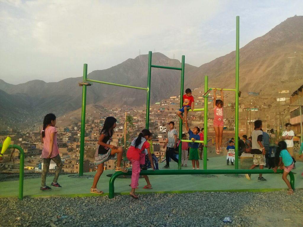 Resultado de imagen para niños jugando en el parque ong